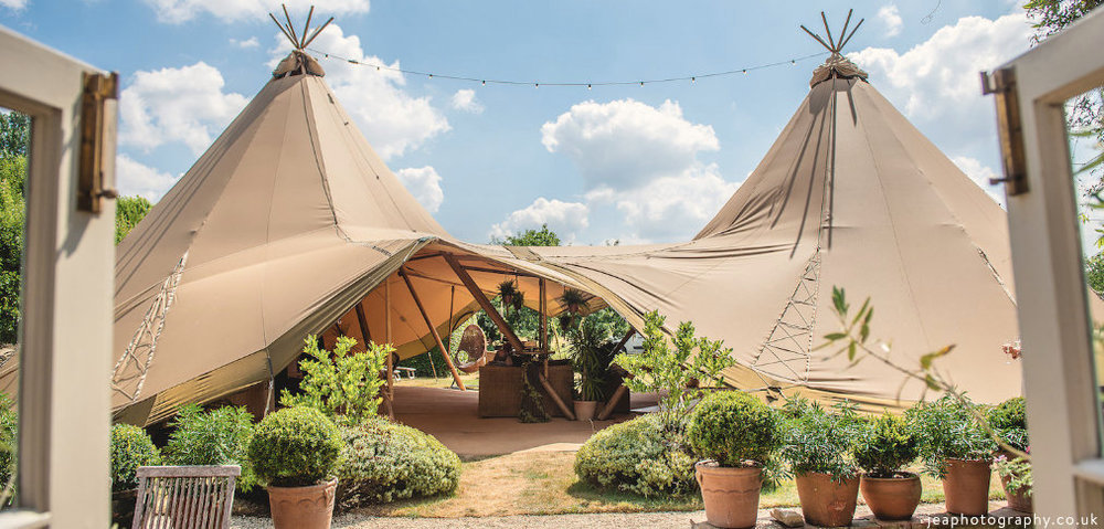 Wiltshire_buffalo_tipi_wedding.jpg