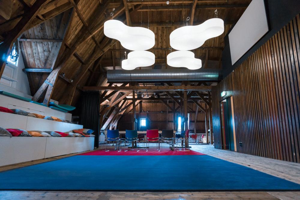 Zolder van Limmikhof  - multifunctionele brainstorm- en vergaderruimte tot 120 personen.