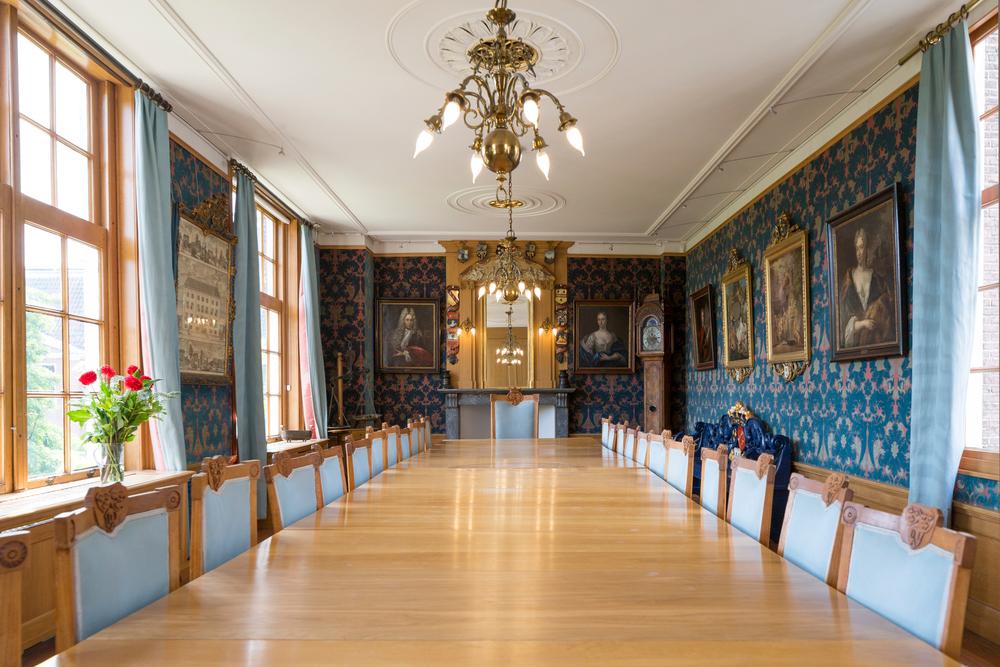 Regentenkamer  - historisch vergaderen met uitzicht op de tuin en binnenplaats tot 26 personen.