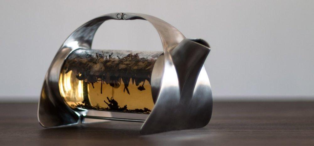 sorapot_modern_teapot_brewing_tea_2280.jpg