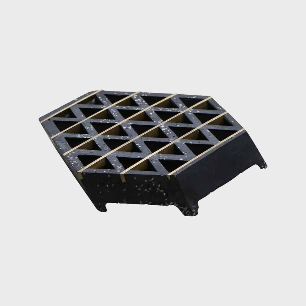 Tetrahedral Waffle-Slab Soap Dish