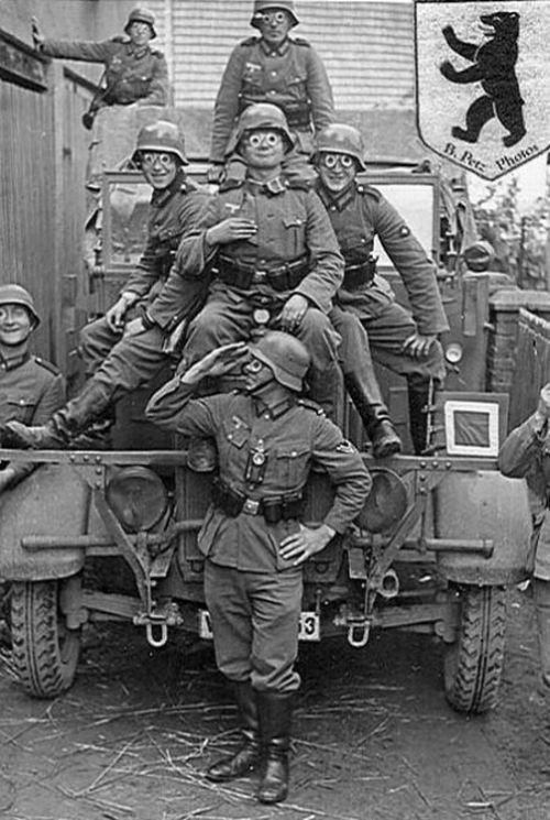 wehrmacht_german_soldiers_fave_fun_during_the_wwii_12.jpg