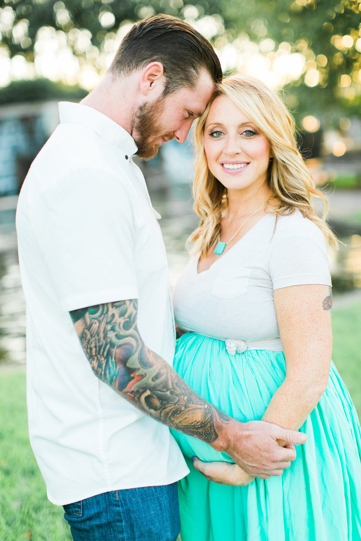 Lindsey&JOe-Maternity-63.jpg