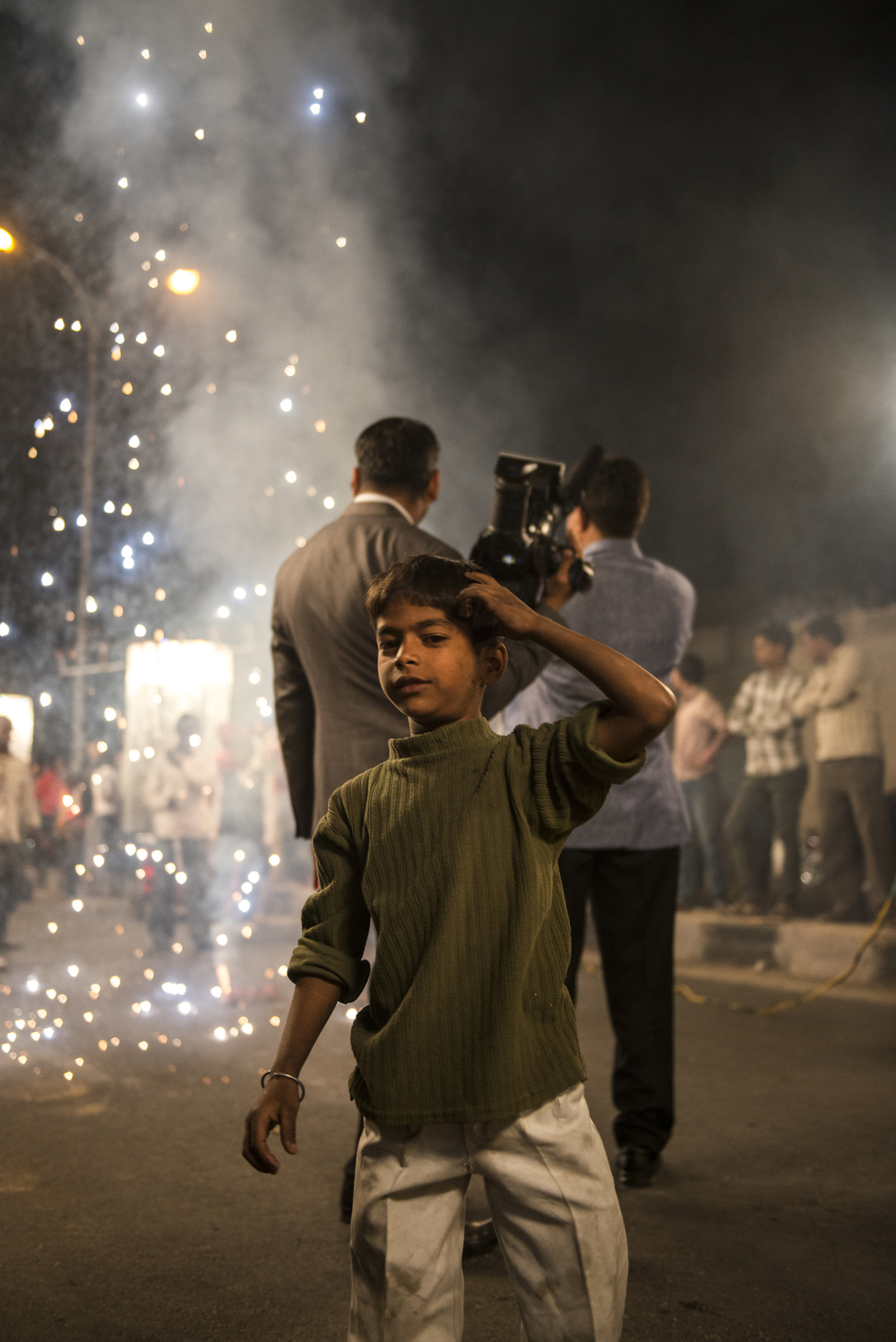 Indian child spectates a huge Indian wedding in Jaipur.