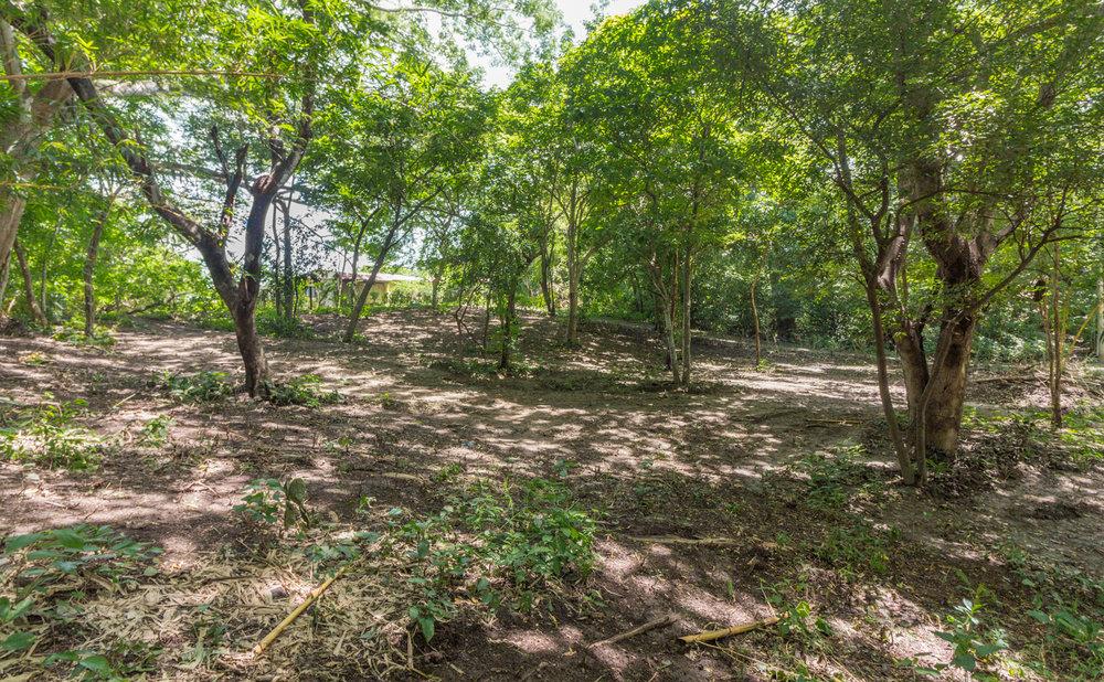 0.20 acres | 832 sq m. | Walk to the beach
