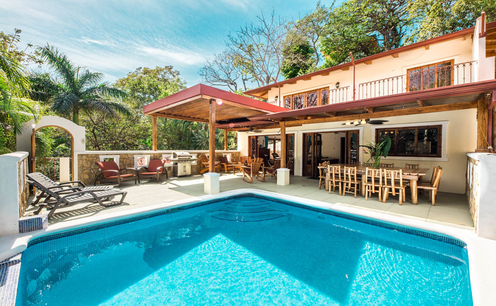 0.14 acres | 599 sqm.| 5 Bedroom | 4 Bathroom | Walk to the Beach