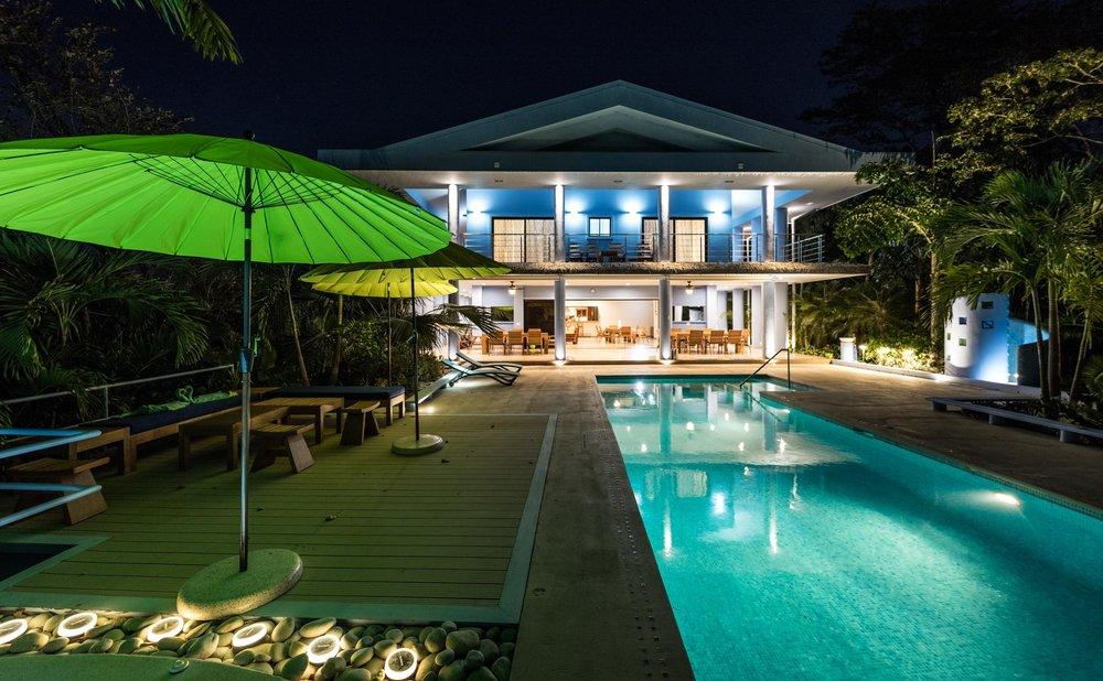 17.1 acres |6.9 hectares | 3 Villas | 7 Bedrooms | 12 Bathrooms | Ocean Views