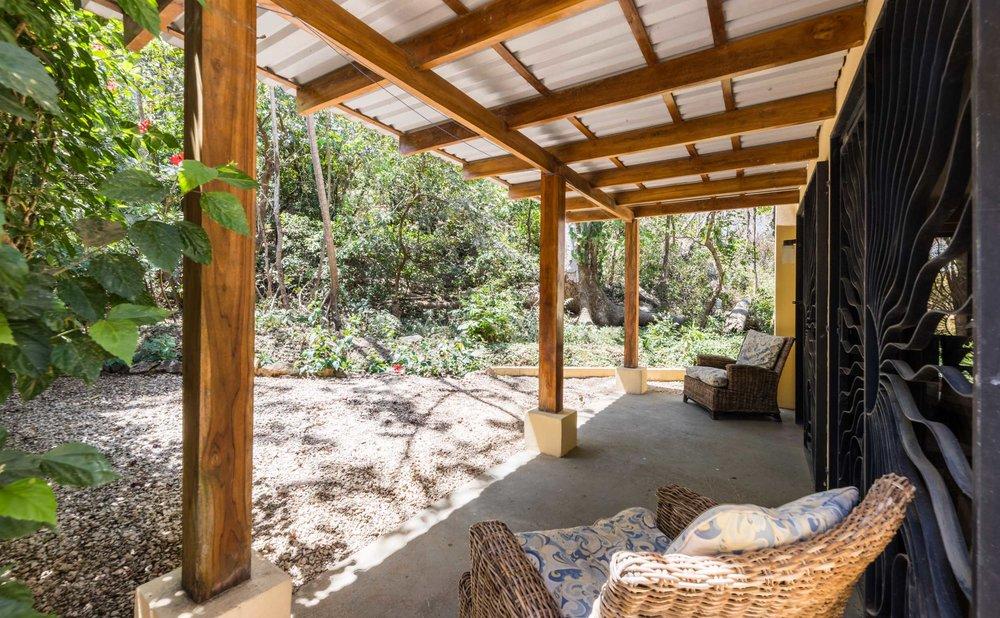 3 Bedroom | 2.5 Bathroom | Large Pool | Walk to Beach