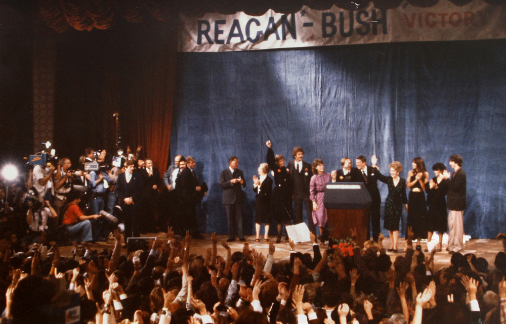 While attending college, Richards worked alongside his father as a sign painter. At Reagan's 1980victory party, a banner on the stage was accidentally painted without George Bush's (Reagan's Vice Presidential candidate) name on it. Richards was able to locate some paper and brushes and hand painted a new banner for the event.