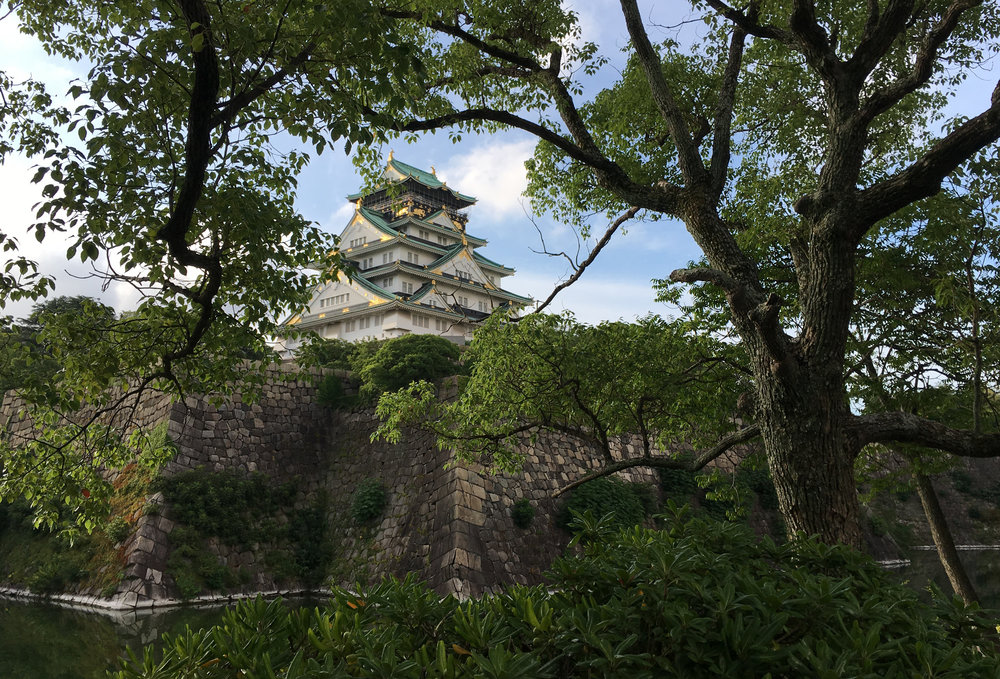 An old Japanese castle located in Osaka, near the chapel where the Face to Face broadcast was held.