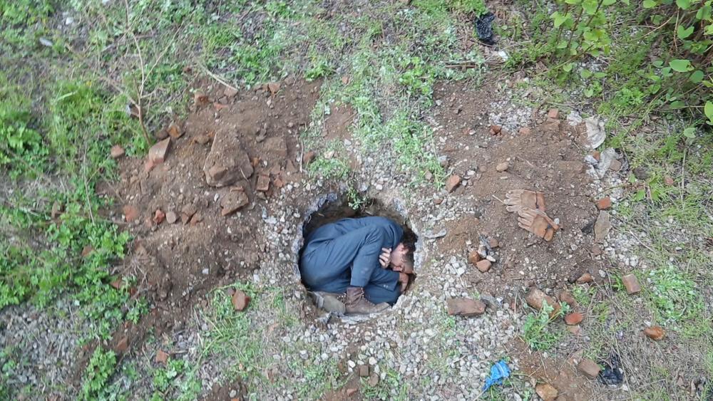 hole4_hole.jpg