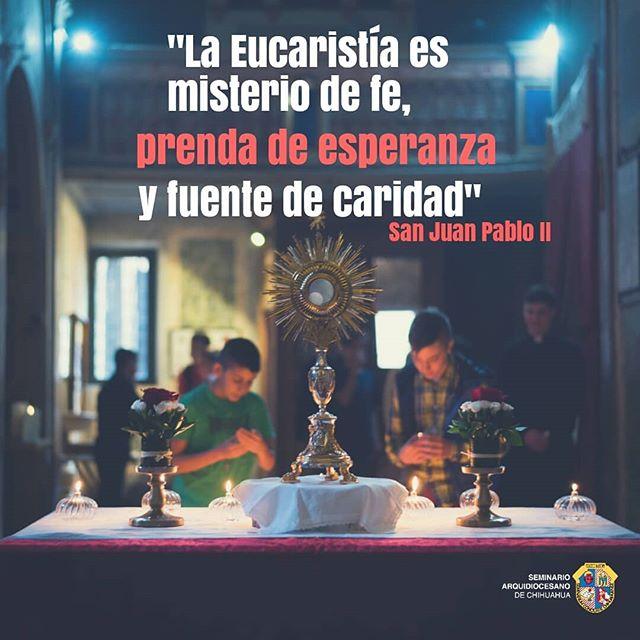 Hoy solemnidad de Corpus Christi. Permitamos que la Eucaristía sea el centro de nuestras vidas. Adorémosle en todo momento, no sólo de rodillas, sino con nuestras obras.