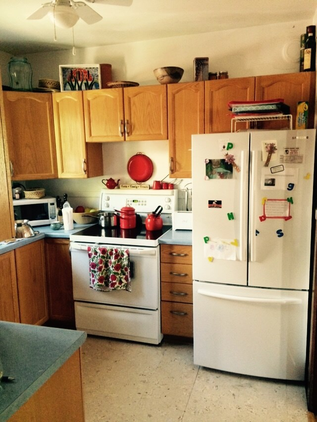 Before kitchen 2.jpg