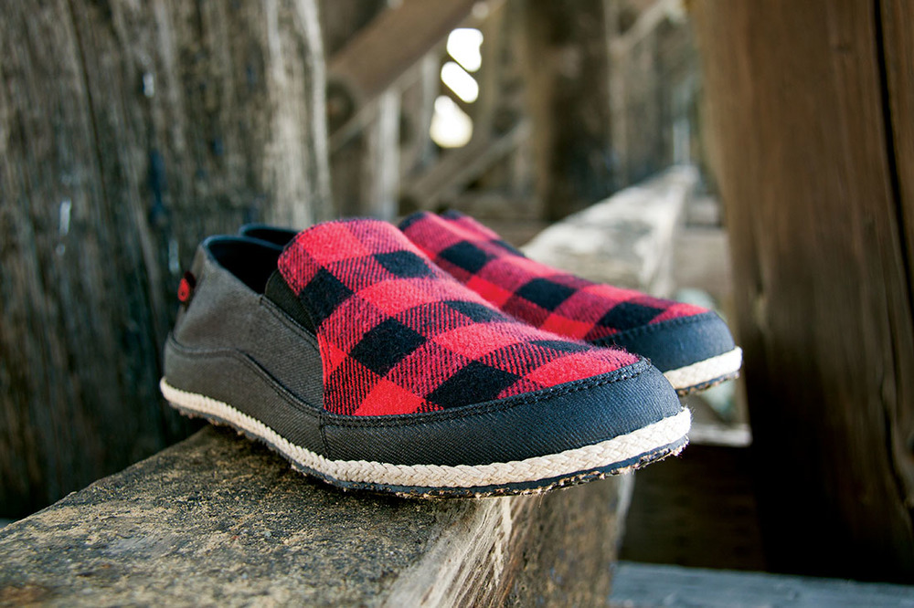 OM481_Espadrilla Winter Slip On M__RedBlack_643_Hero.jpg