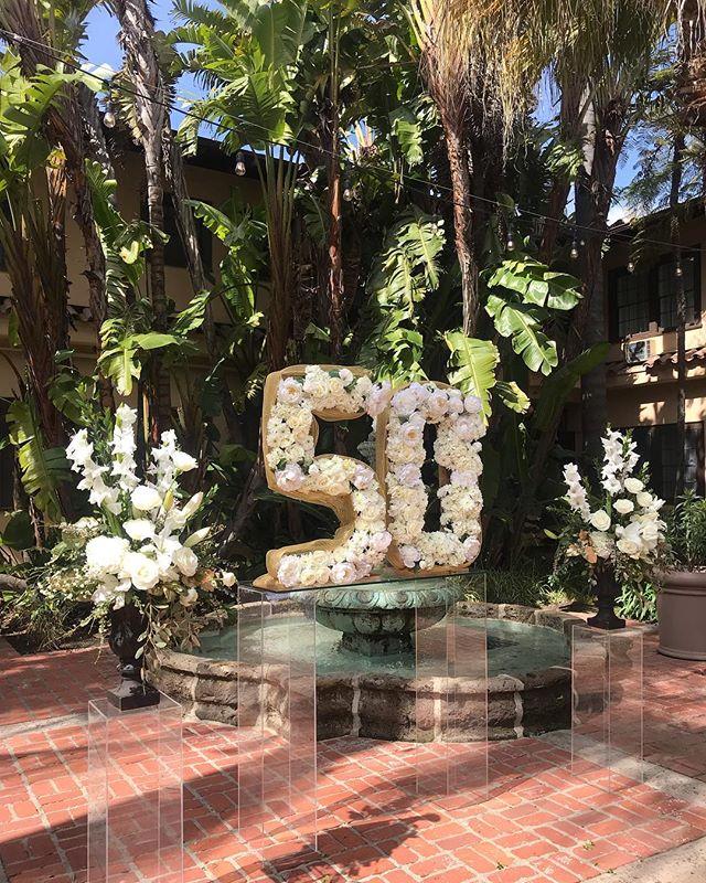 Loving this 50's full of fresh cut flowers 💓👌🏼 #outdoorswedding #santamaria #weddingdecor #weddingflowers #weddingplanner #centralcoastweddings