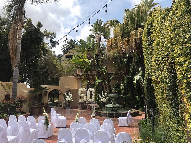 Beautiful day at the @santamariainn for this 50th Wedding Anniversary 👏🏼☀️ #outdoorswedding #santamaria #weddingdecor #weddingflowers #weddingplanner #centralcoastweddings