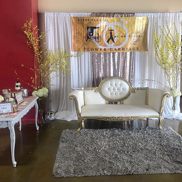 This is how our booth looked at the @centralcoastbride Expo ✨ Thank you for everyone who stopped by our booth, it was nice meeting you all. #weddingexpo #weddingplanner #weddingflowers