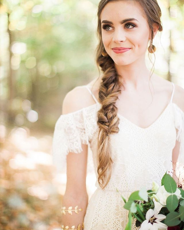 Dreaming of warm fall wedding days like this one with beautiful and so fun to work with brides like @annekegracey 💕☺️ That hair braid and makeup though by @laurasberkley ! Florals by MaryJo  Photography by @imkristen_