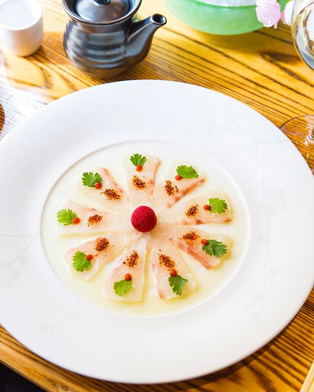 We always have time for a classic...Whitefish Tiradito #nobustyle 📸: @henry_hargreaves_photo