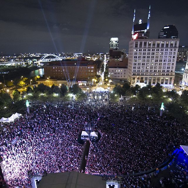 Nashville, we see you. Thank you for an incredible 2015.  #LOTG2015 // #repost @liveonthegreen @lightning100