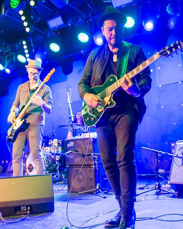 Rocking out with electronica queen @shanahalligan at the Teragram Ballroom and loving the Gretsch duo jet! #gretschguitars #labellastrings #line6helix