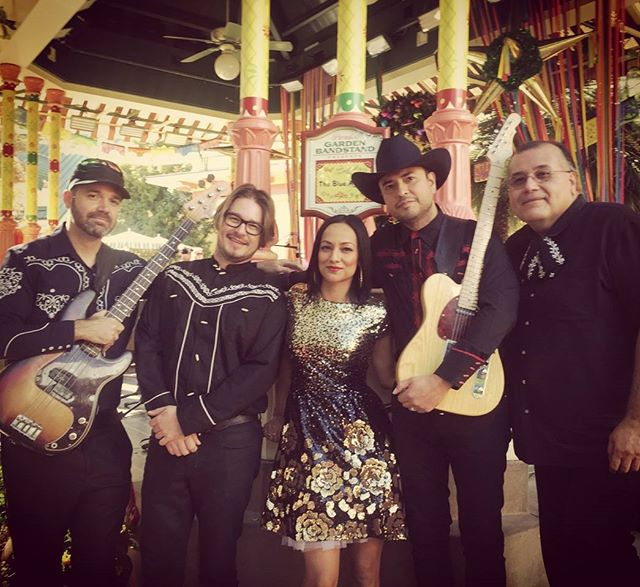 Hola desde #VivaNavidad! We've got 6 shows today, ending at 6:30. #Disney #CaliforniaAdventure #TheBlueAgave