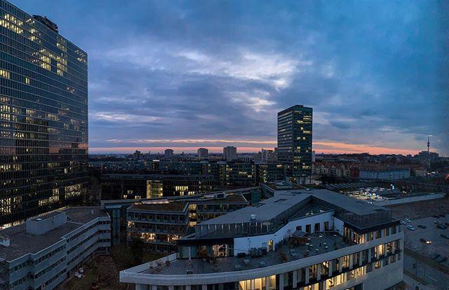 Room with a view . . . . . . #munich #münchen #view #ausblick #panorama #sundown #clouds #wolken #city #cityscape #minga #bayern #bavaria #heimat #heimatliebe