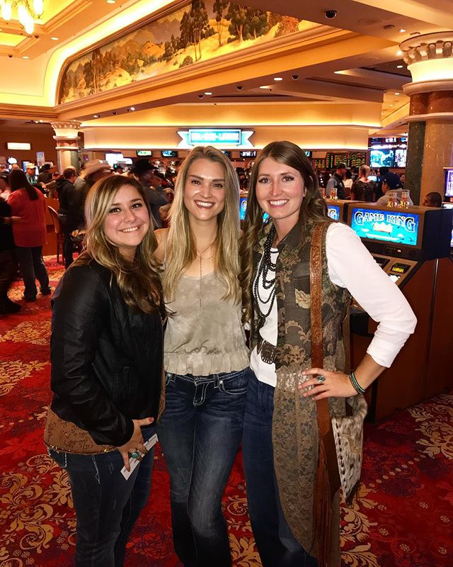 Saw my favorite country artist, @codyjohnsonband with these two amazing ladies! Plus my handsome fiancé who isn't pictured 😍🙌🏻 #vegas