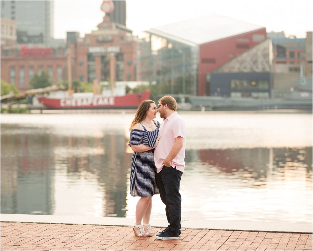 Baltimore-Inner-Harbor-Engagement-Photos_0027.jpg