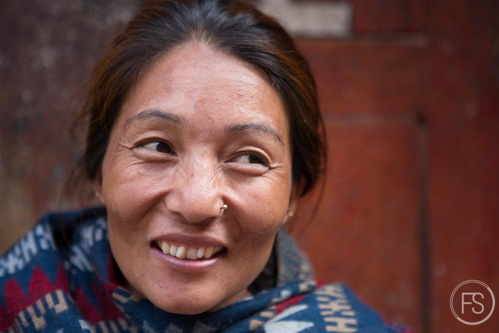 Premières rencontres à Bakhtapur, les sourires sont toujours là
