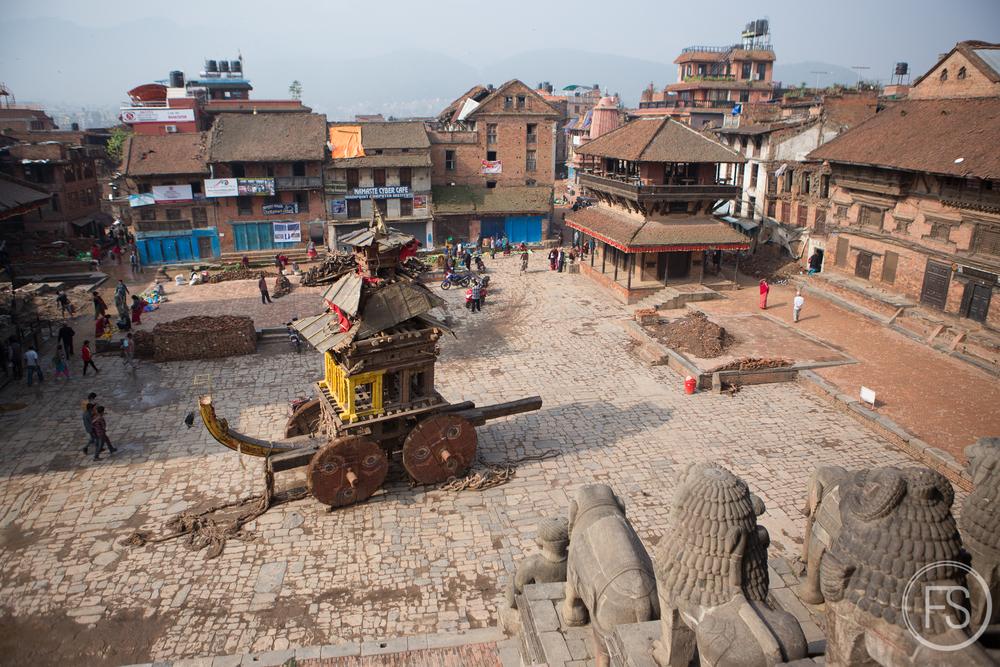 Le Durbar Square est abandonné à l'exception du chariot cérémoniel.