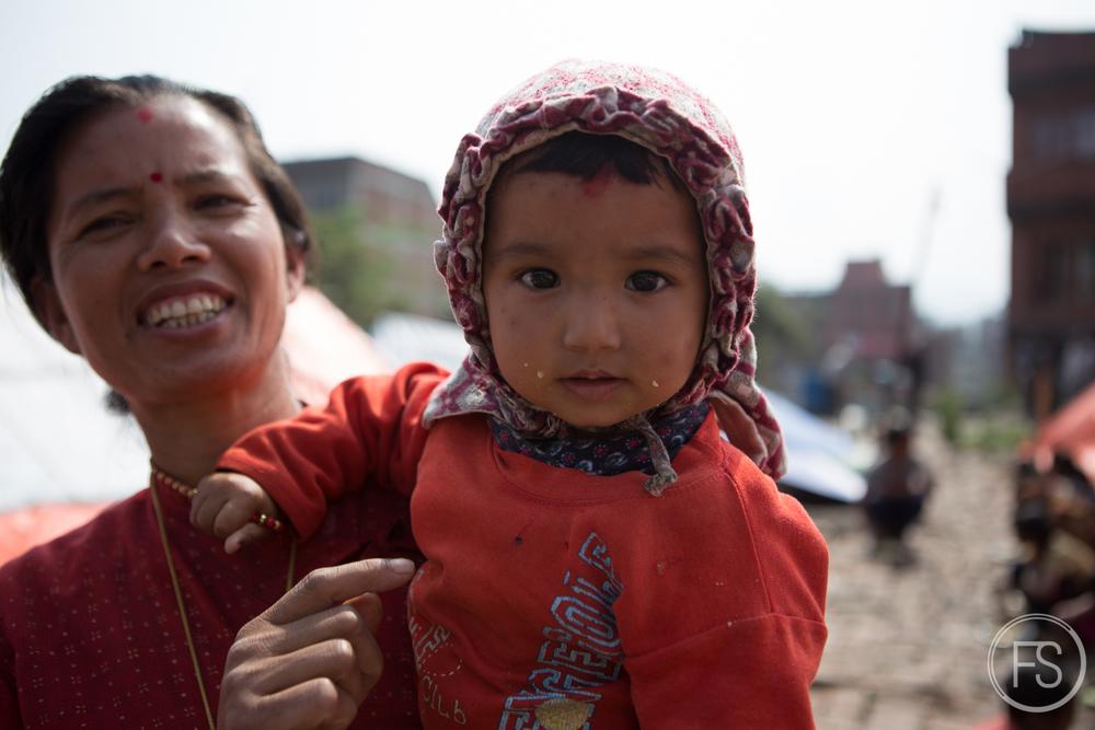 La mère avec l'enfant qui deviendra l'une de mes 23 photos.