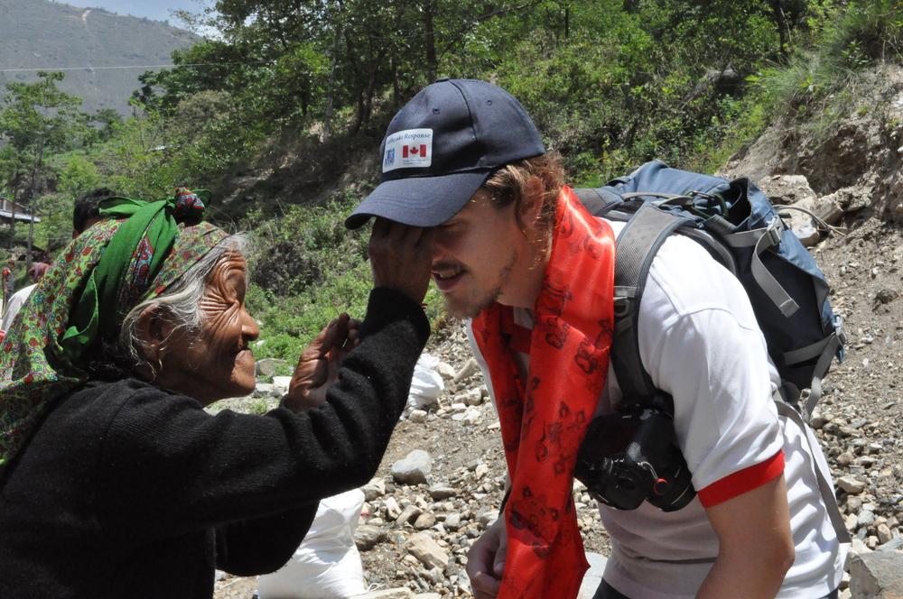 L'écharpe rouge porte-bonheur qui m'a peut-être sauvé la vie! Photo: Marcel Monette, CECI.