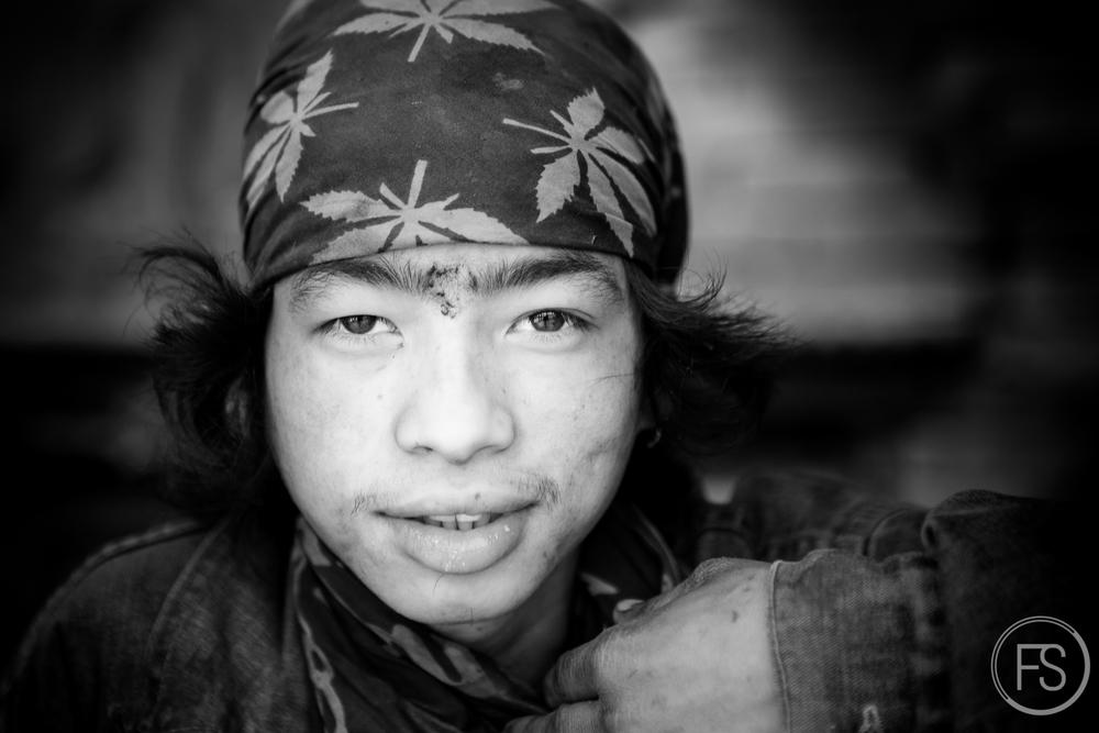 Des dizaines d'autres portraits ont été pris et il fut très difficile pour moi de n'en choisir que 23 pour la série Regards du Népal.