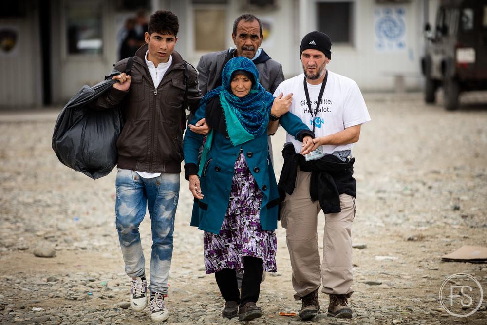 Dans le camp de Gevgelija en Macédoine, les bénévoles et les ONGs apportent un support exemplaire aux réfugiés.