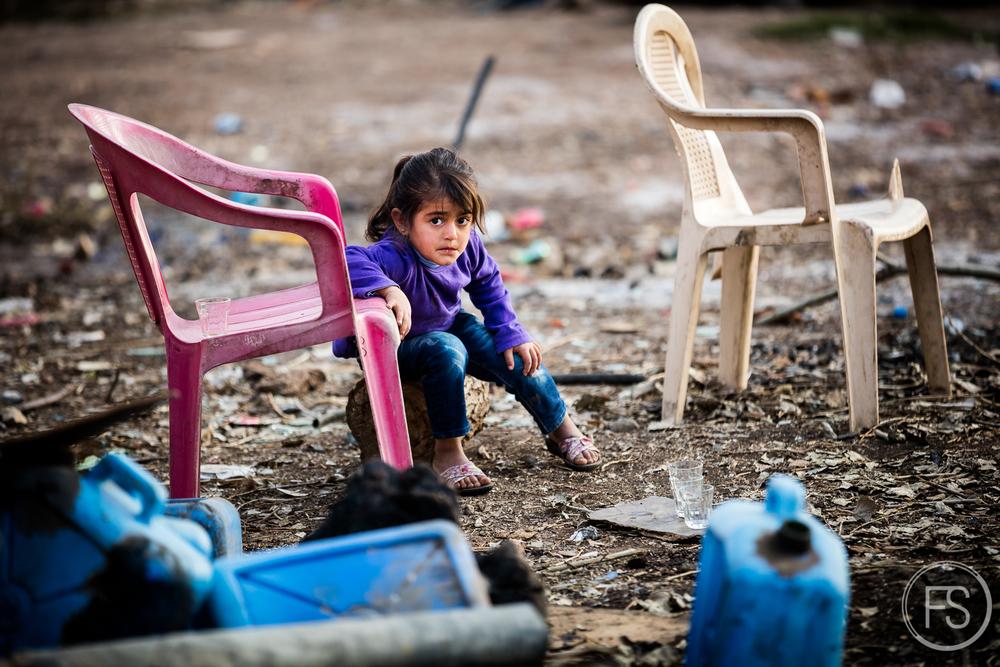 Cette jeune fille au regard triste s'était chicanée avec son petit frère pendant la journée. Comme quoi la vie normale est quand même possible et les petits conflits de la vie de tous les jours surviennent.