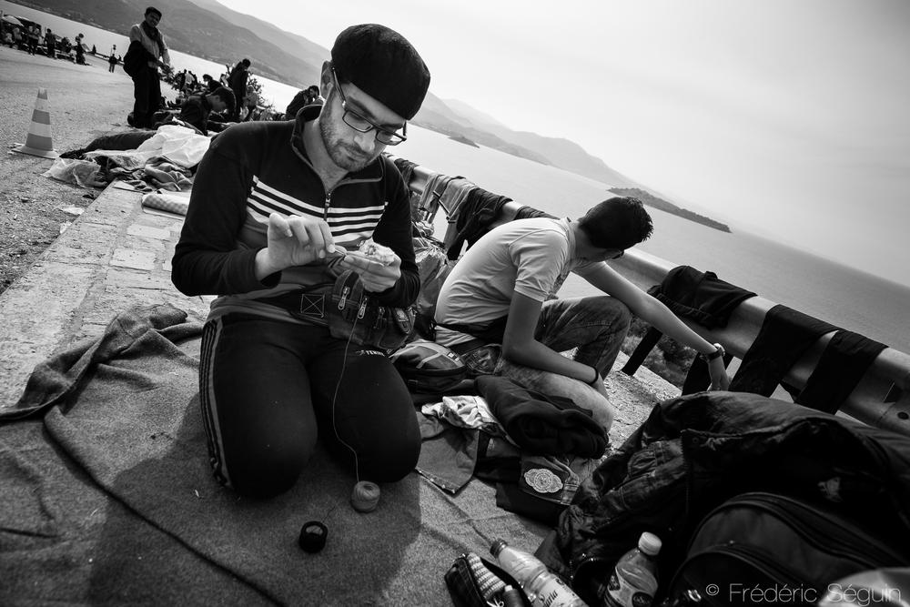 """""""Moi, j'aime tricoter, pas me battre"""", Mohammed, Syrien. Camp d'Oxy, Lesvos, Grèce."""