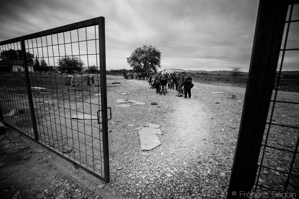 A group of refugees waits calmly outside the doors of the camp until they get the signal from the policemen. In most cases, everything goes smoothly without any problems. Gevgelija, Macedonia (FYROM).