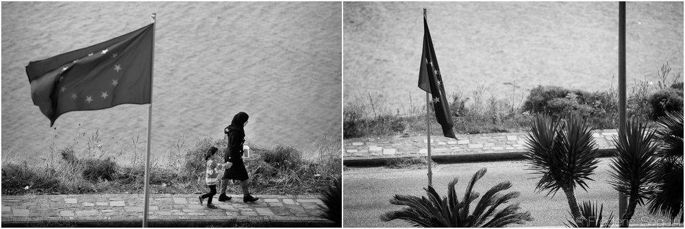 Ils sont arrivés par dizaines de milliers sur les iles grecques afin de rejoindre l'Europe et de poursuivre leurs rêves d'une nouvelle vie loin de la guerre. Les frontières maintenant fermées, l'Europe est devenue un rêve impossible et hors d'atteinte. Ile de Lesbos, Octobre 2015/Juin 2016.