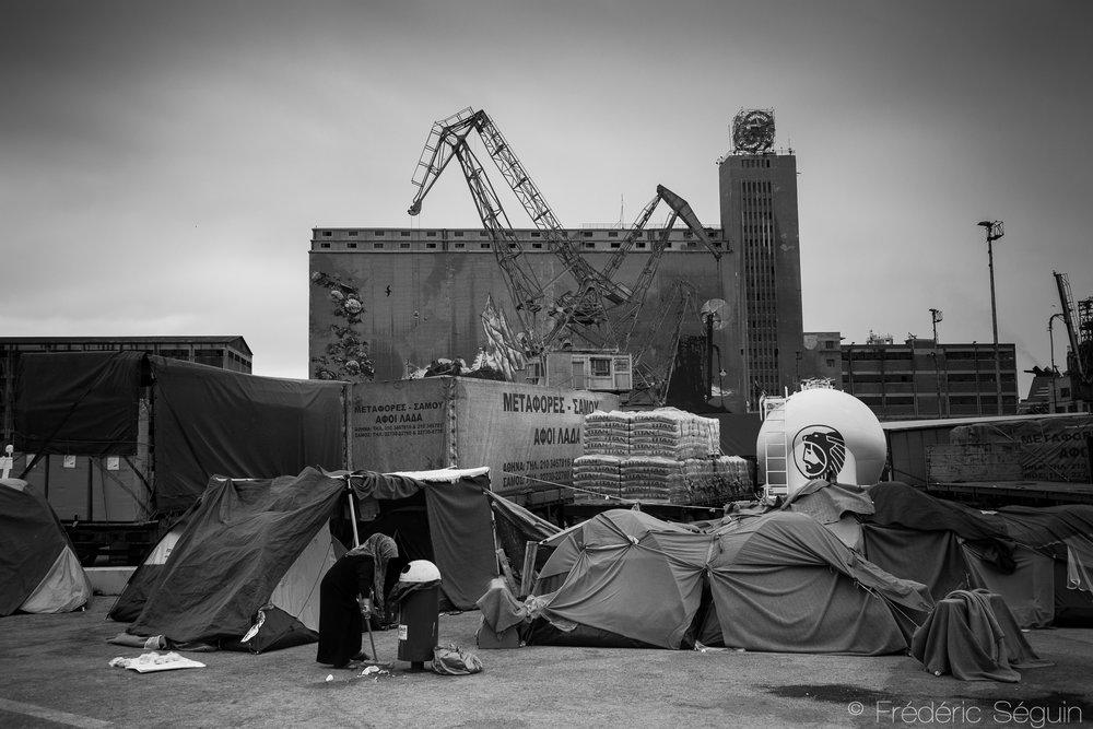 Les camps improvisés installés à même le port d'Athènes ont récemment été vidés et relocalisés suite à l'acquisition du port par un conglomérat chinois. Port de Piraeus, Athènes,Grèce. Mai 2016.