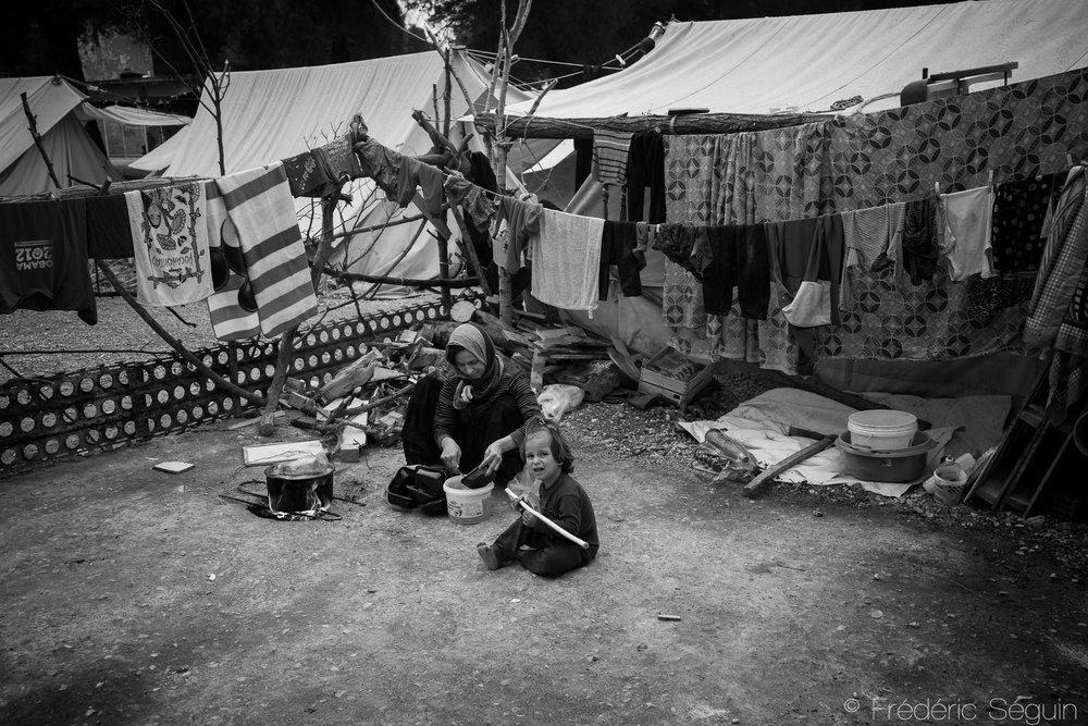 Certains camps de réfugiés, comme celui de Ritsona dans le sud du pays offrent des conditions de vie très difficiles, souvent insalubres et dangereuses pour les réfugiés.Ritsona,Grèce. Mai 2016.
