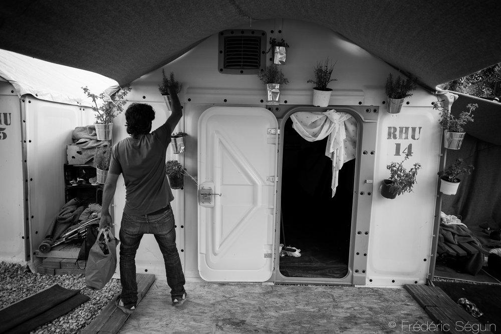 Avec aucune piste de solution en vue au conflit, il n'est pas étonnant que les réfugiés commencent à planifier leur vie à long terme en Europe et même dans les camps. Le conflit peut s'échelonner sur plusieurs décennies et ils en sont conscients. Ile de Lesbos, Grèce, Juin 2016.