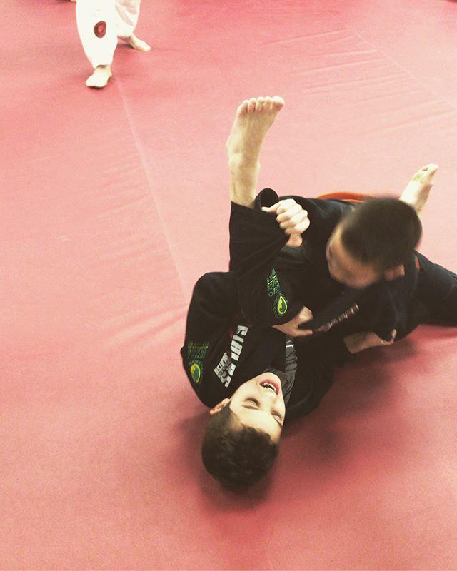 A little bit of our kids BJJ 🙌🏼 #martialartskids #carlosbroncoteam #renzograciegarwood #brazilianjiujitsu