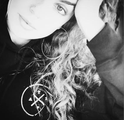 sis with the savage selfie lol