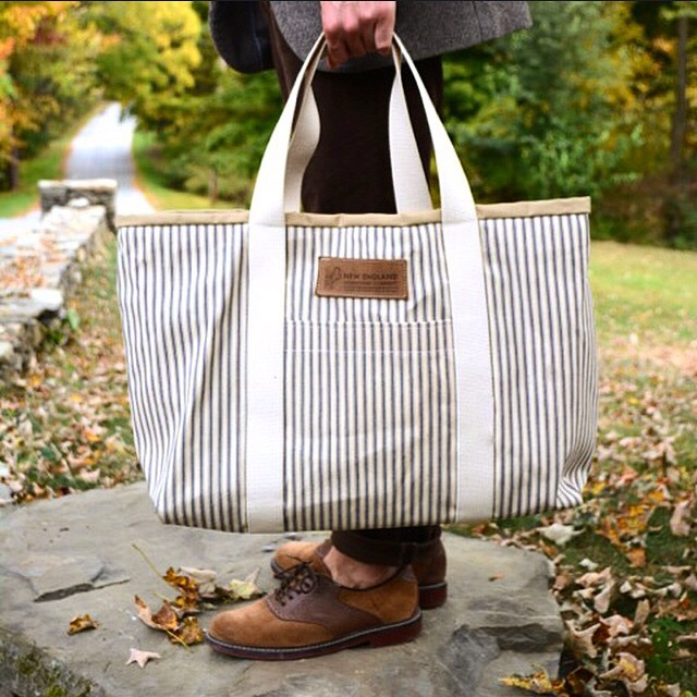 Happy Friday! Another look at my awesome new tote. Thanks @newenglandouterwear! #repost #menswear #mensfashion #newenglandouterwear #wiwt