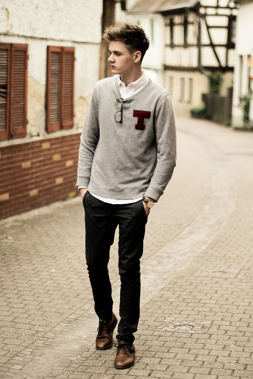 i like the idea of this look. i wish the sweater was vneck and he was wearing a foulard tie though.