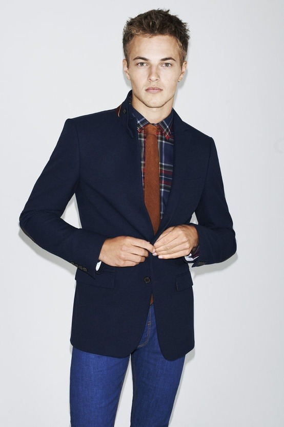 perfect mix of color here. i wish this blazer had gold buttons though.