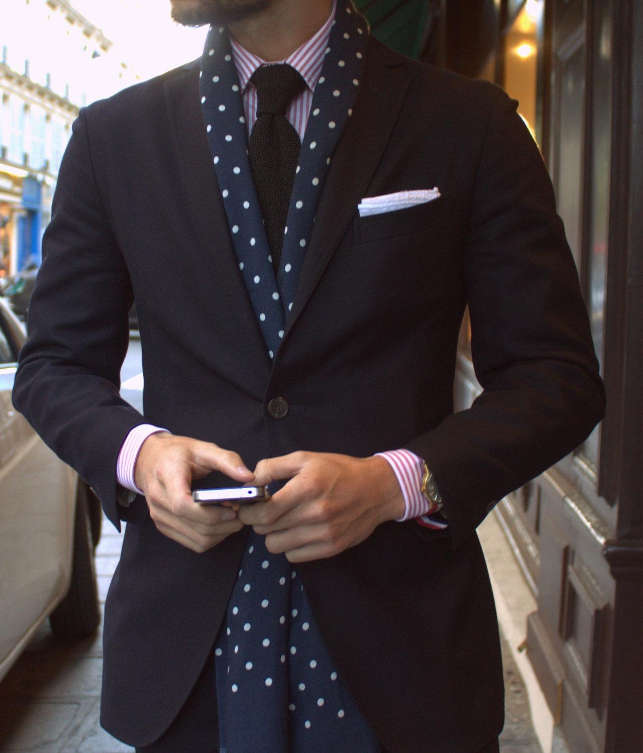 how to wear a scarf with a blazer.