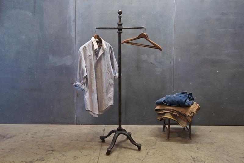 lovely presentation. love this hanger.