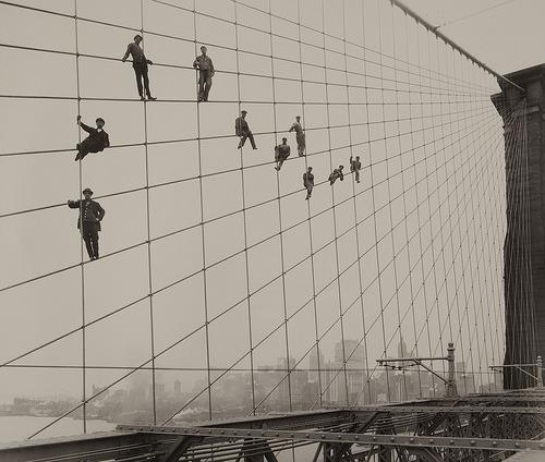 building the brooklyn bridge.